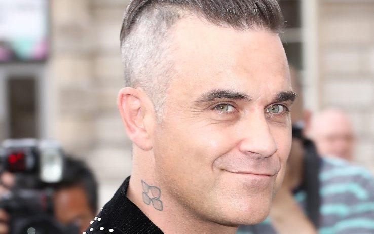 """Robbie Williams: """"Mi sono chiuso 20 giorni da solo in un Airbnb per paura di contagiare la mia famiglia"""""""