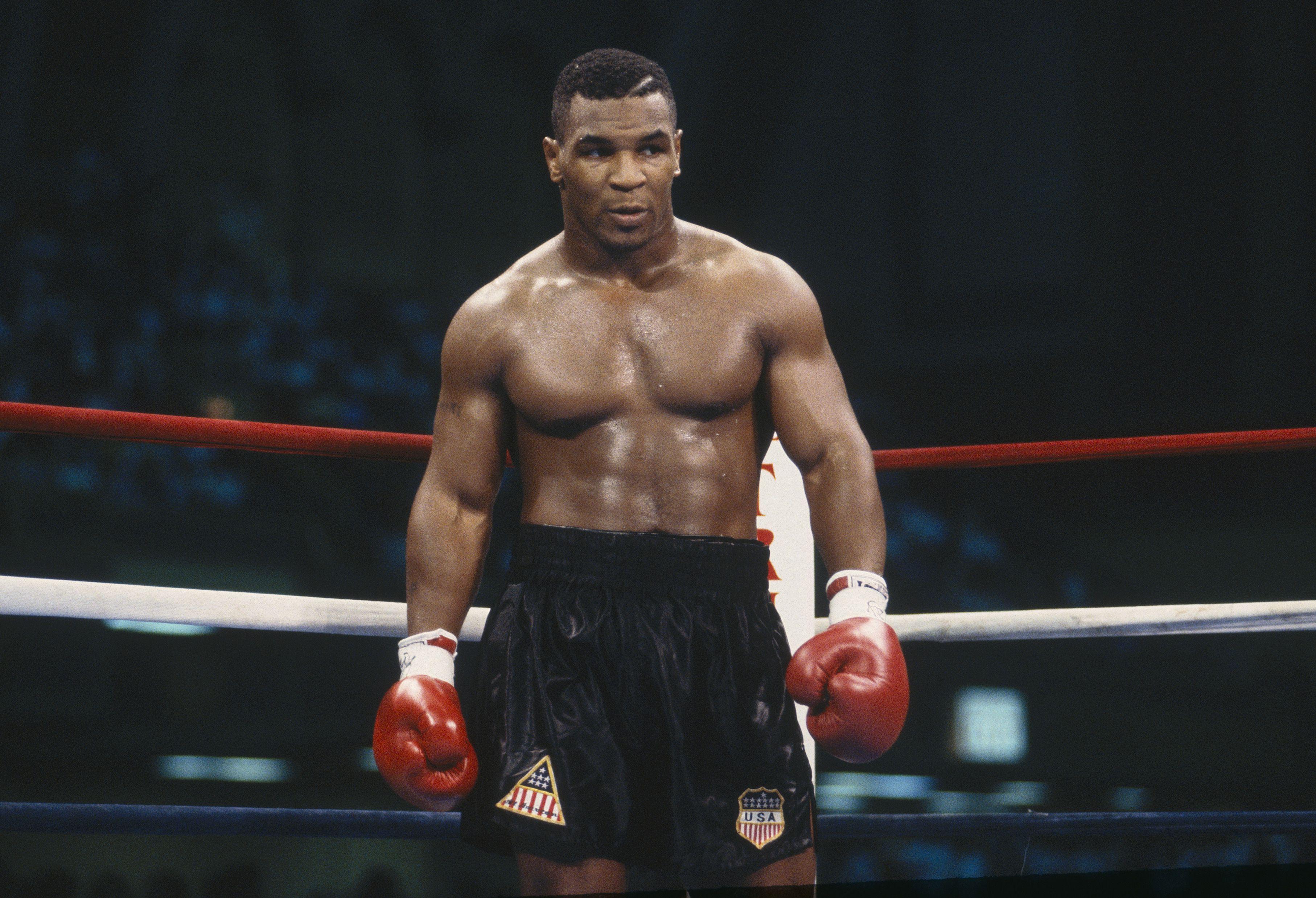 """Mike Tyson scatenato annuncia il ritorno sul ring: """"I'm back"""" [VIDEO]"""