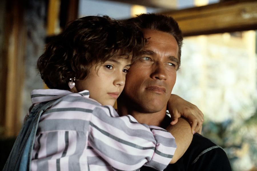 Commando, Schwarzenegger super protettivo con Alyssa Milano: l'aiutava a fare i compiti