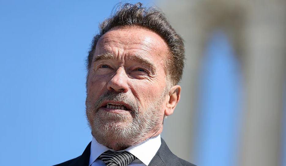"""Schwarzenegger e la lettera dopo la morte di George Floyd: """"L'America che amo deve migliorare"""""""