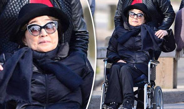 """""""Yoko Ono  sarebbe gravemente malata e costretta su una sedia a rotelle"""