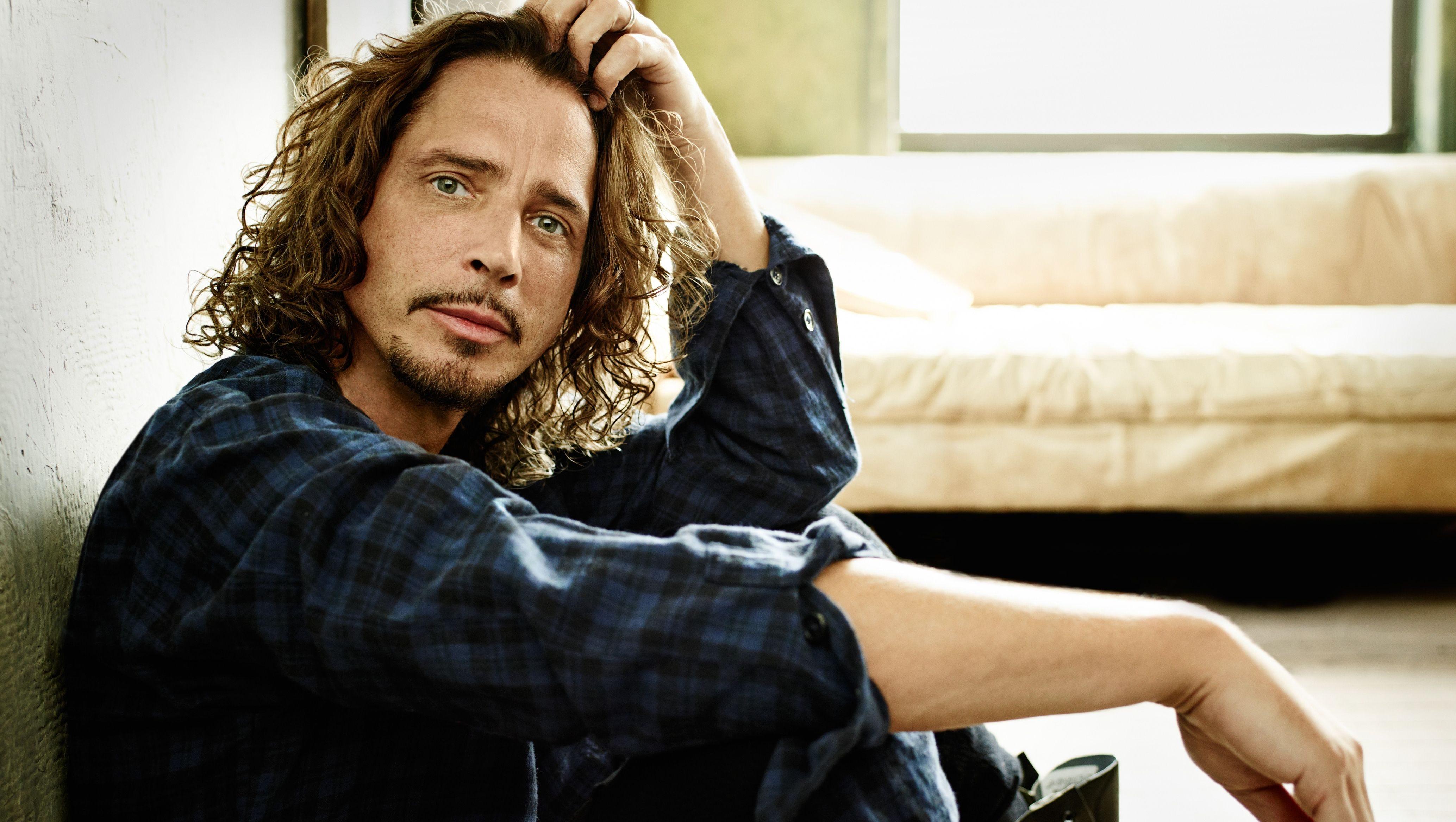 """Chris Cornell, la moglie fa uscire una sua cover inedita di """"Patience"""" il giorno del suo compleanno"""