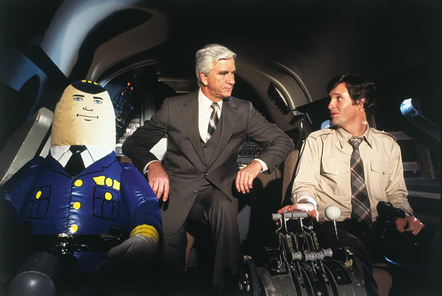 L'aereo più pazzo del mondo: la reale fine del pilota automatico Otto e gli scherzi di Leslie Nielsen sul set