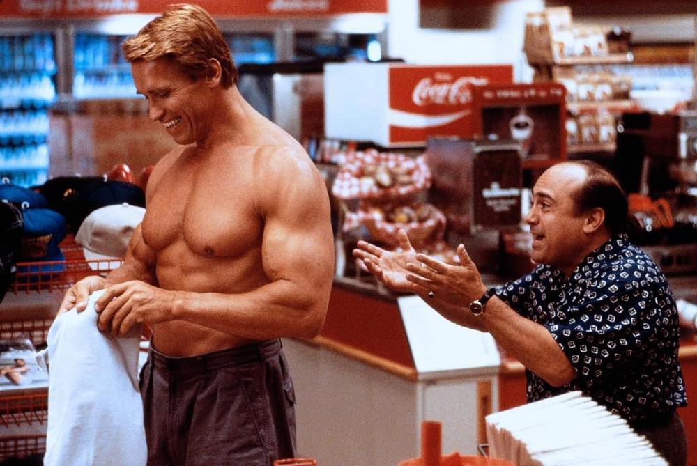 I Gemelli, il primo incontro tra Schwarzenegger e DeVito e gli scherzi sul set col cibo