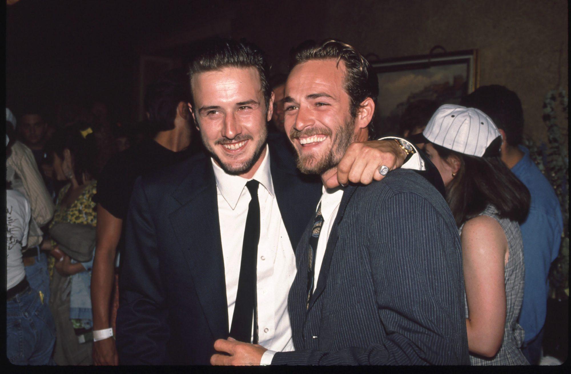 """David Arquette e l'amicizia con Luke Perry: """"Era di famiglia. Affittò una stanza da mia madre e l'aiutava sempre con le pulizie"""""""