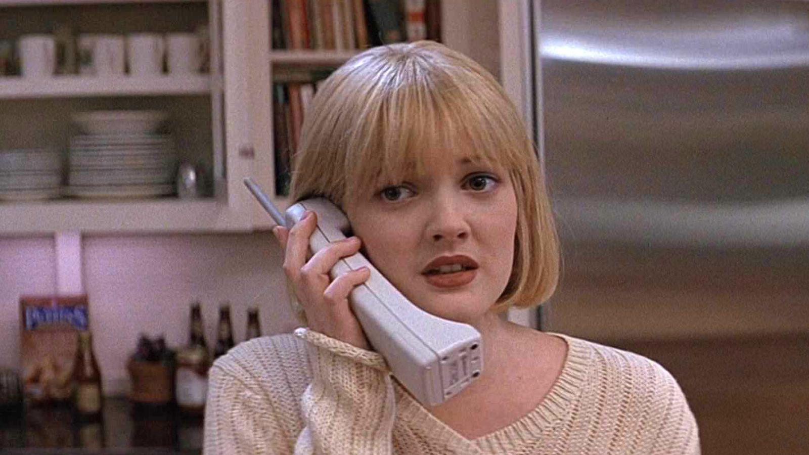 """Scream, Drew Barrymore: """"Dissi a Wes Craven di farmi morire subito, perché…"""""""