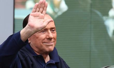 """Silvio Berlusconi dimesso dall'ospedale: """"È stata la prova più pericolosa della mia vita"""""""