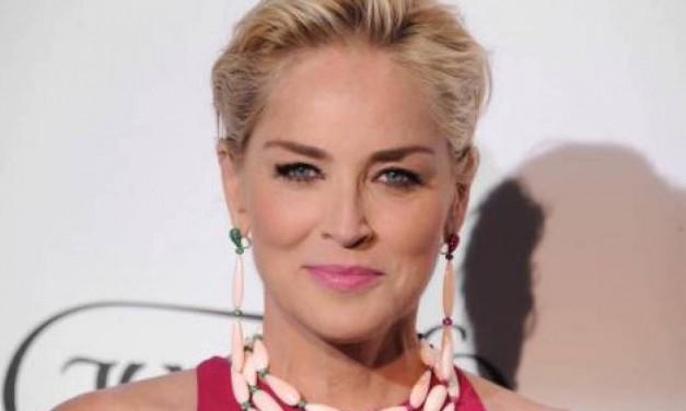 """Sharon Stone, nostalgia degli anni '90: """"Era così divertente quando ci era consentito di fischiare e flirtare…"""""""