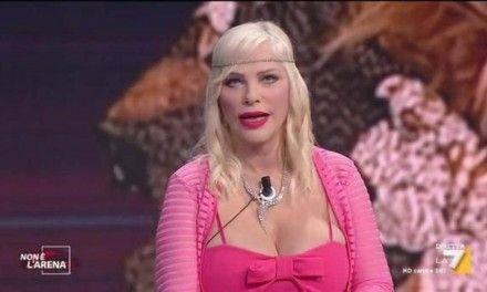 Cicciolina, l'avvocato afferma: «Ilona Staller donerà il vitalizio per aiutare i malati di covid»