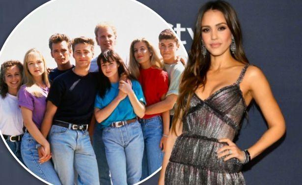 """Beverly Hills 90210, Jessica Alba ricorda la strana regola: """"Non ti è permesso guardare negli occhi gli altri attori"""""""