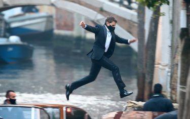"""""""Mission: Impossible 7"""": Tom Cruise salta tra le barche sul set a Venezia"""