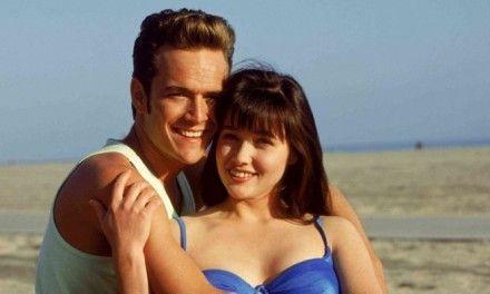 """Luke Perry nel 1992: """"Il mio primo bacio con Shannen? Difficile, urlavo ed ero molto frustrato"""""""
