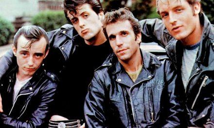 """Happy Days – La banda dei fiori di pesco: Stallone fu pagato con 25 t-shirt…e il titolo cambiato in Italia per """"Fonzie"""""""