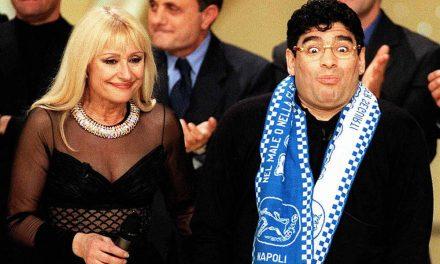 """Raffaella Carrà ricorda Maradona: """"Era il 1979, lui passò una notte in prigione per colpa mia"""""""