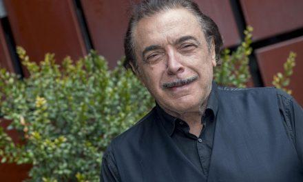 """Nino Frassica: """"Devo dire grazie a Renzo Arbore che mi ha portato in tv"""""""