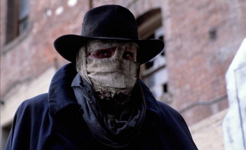 Darkman compie 30 anni: le curiosità sul film con Liam Neeson