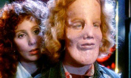Dietro la maschera: Eric Stoltz non venne riconosciuto senza maschera e Cher e il regista non avevano un buon rapporto