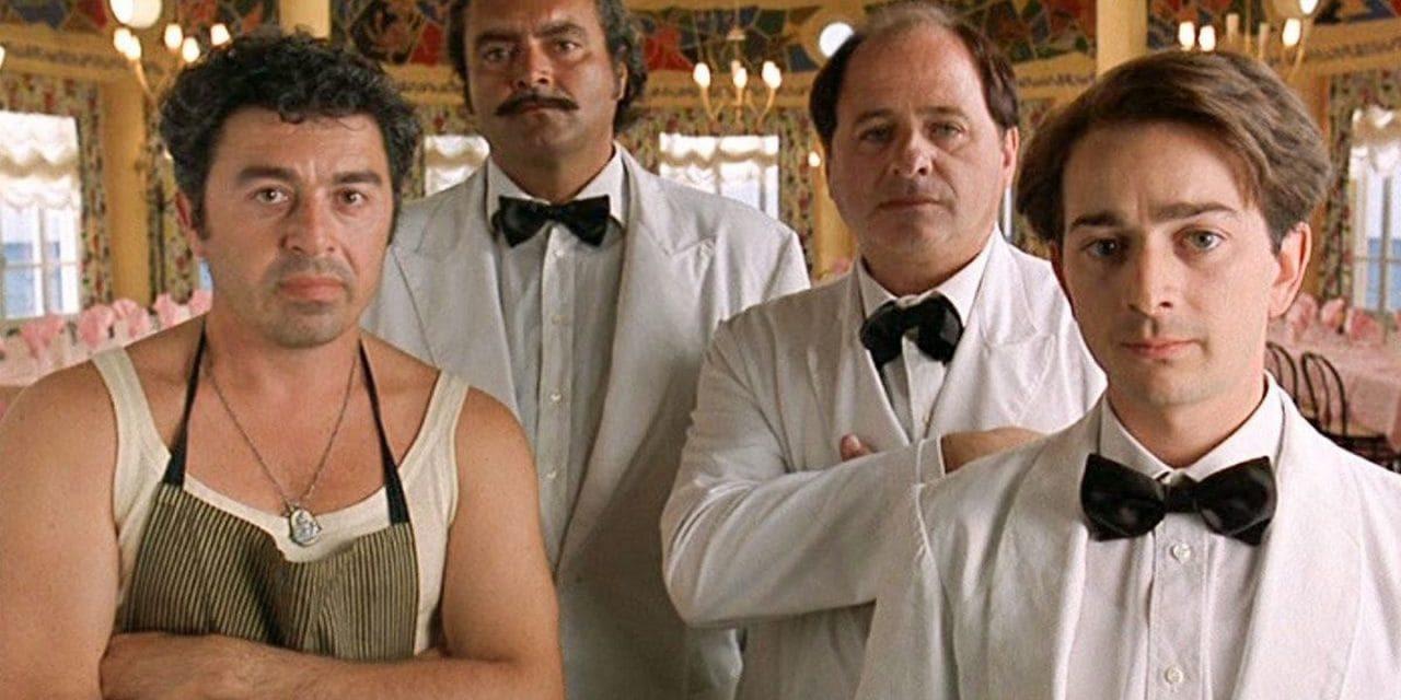 Camerieri: analisi e curiosità sul film del '95 con Villaggio, Abatantuono e Ingrassia