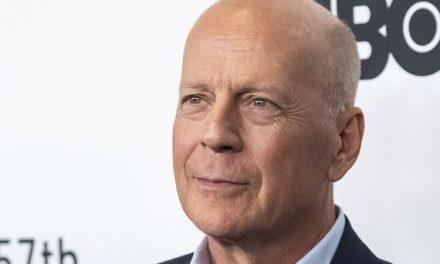 Bruce Willis entra senza mascherina: cacciato dalla farmacia