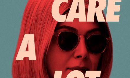 I care a lot: il film con Rosamund Pike, disponibile dal 19 febbraio su Amazon Prime
