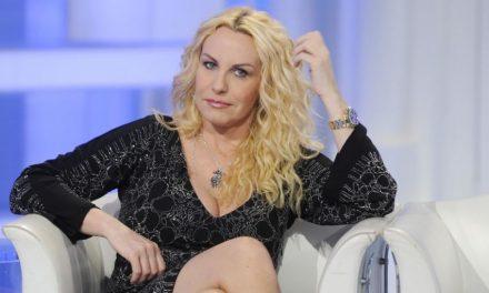 """Antonella Clerici contro la D'Urso: """"Assurdo dare spazio a gente come Angela da Mondello. In tv il nulla cosmico"""""""