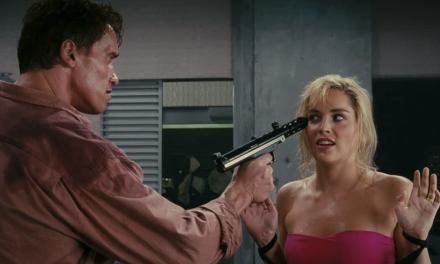 """Sharon Stone su Schwarzenegger e Atto di Forza: """"Ho riempito il povero Arnold di lividi"""""""