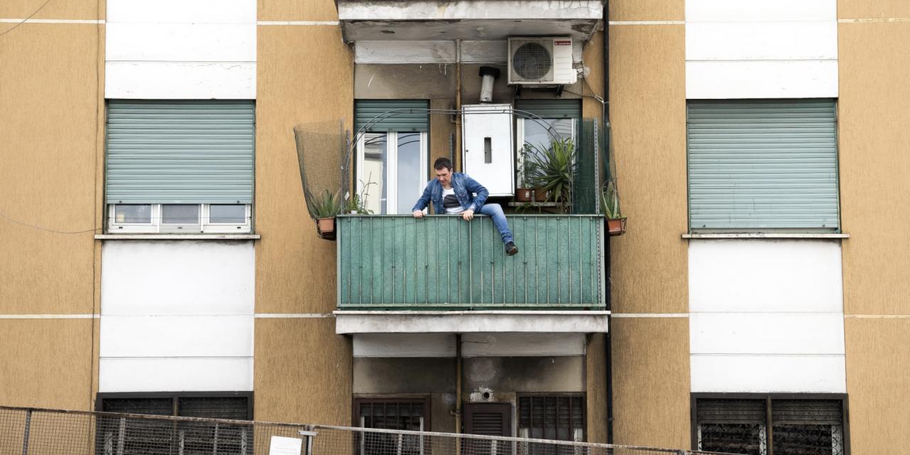 Rivive il balcone della casa di Fantozzi