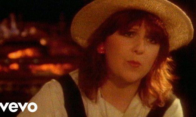 Moonlight Shadow: il significato nascosto del famoso brano anni '80