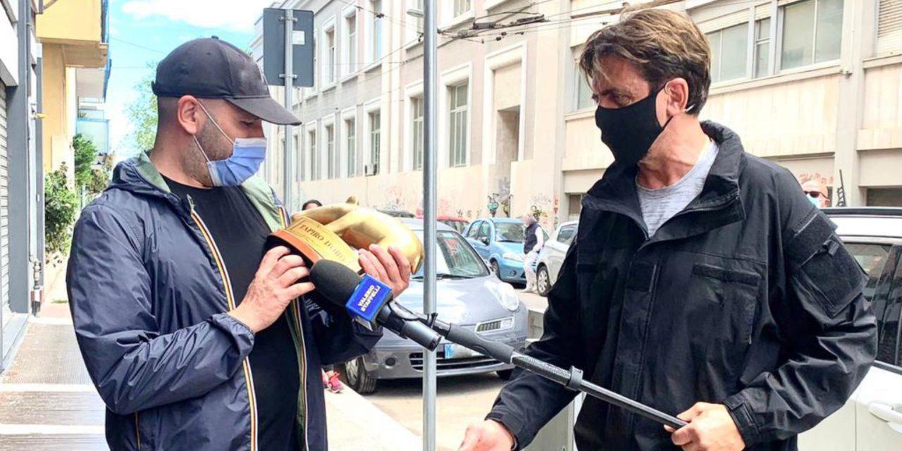 Striscia la Notizia: Tapiro d'Oro a Checco Zalone: «Se la Pausini c'è rimasta male, faccio scambio con il Golden Globe»