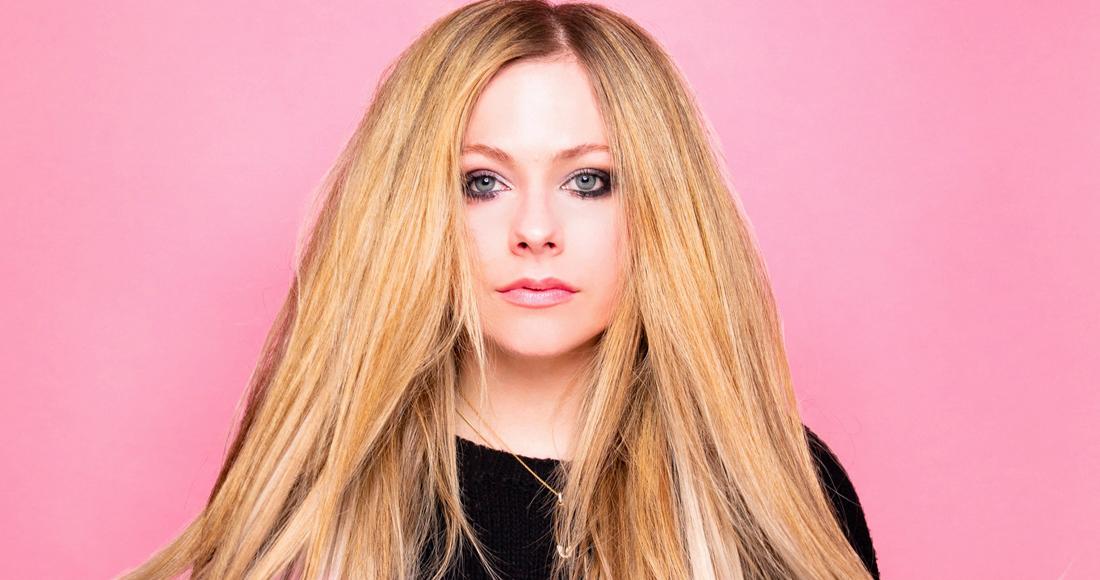 """Avril Lavigne a 36 anni come a 20, i fan impazziscono per il video di Tik Tok: """"Non invecchia mai"""""""