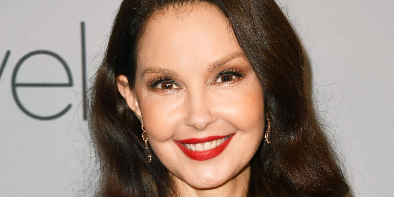 Ashley Judd torna a camminare di nuovo a quasi sei mesi dall'incidente in Africa