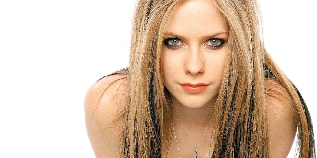 Che fine ha fatto Avril Lavigne? Eccola oggi