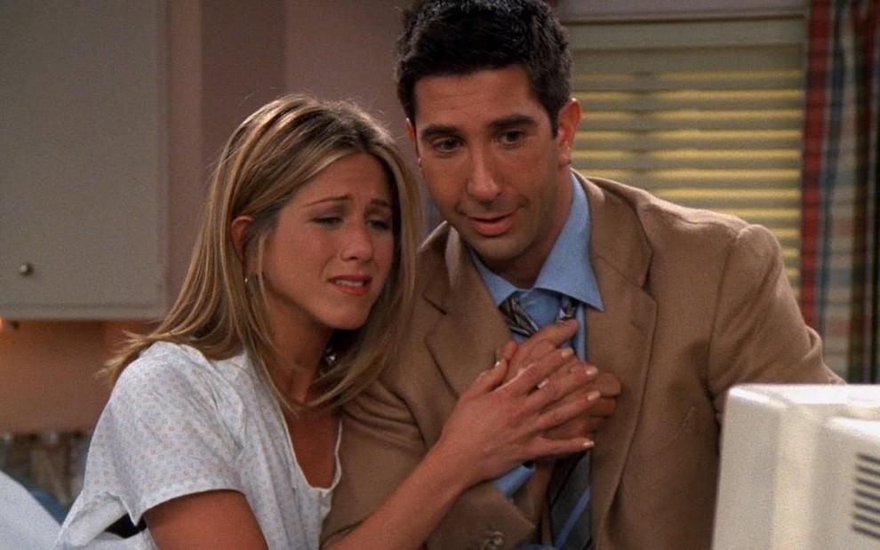 """Jennifer Aniston smentisce i rumors sulla relazione con David Schwimmer: """"Cosa?! È mio fratello!"""""""