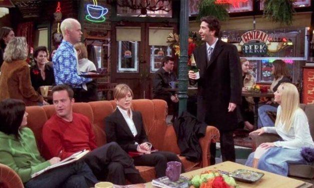 """James Michael Tyler, il cast di Friends saluta il collega scomparso: """"Senza di te Friends non sarebbe stato lo stesso"""""""